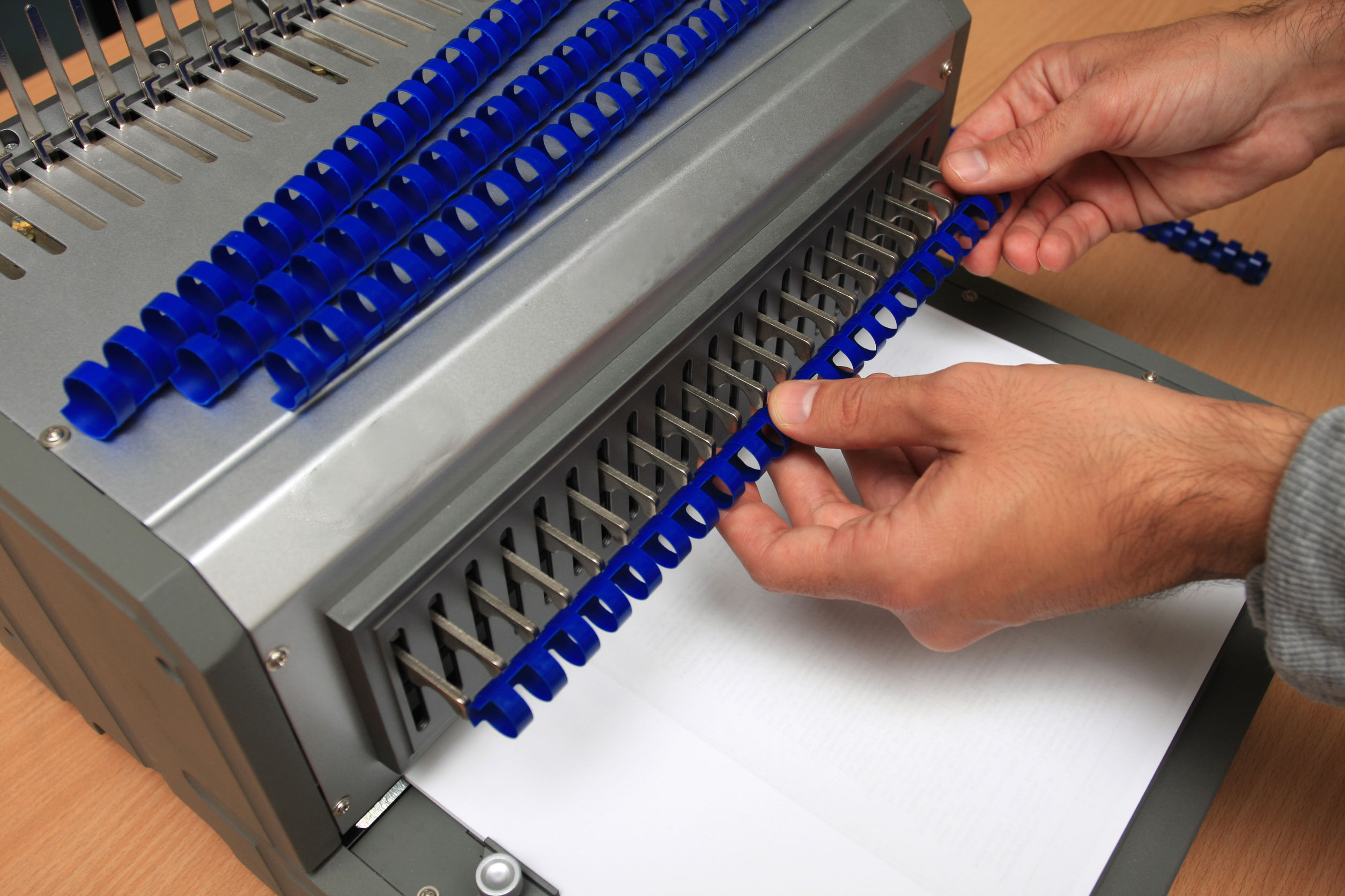 47902966 - comb binder machine with clipping path